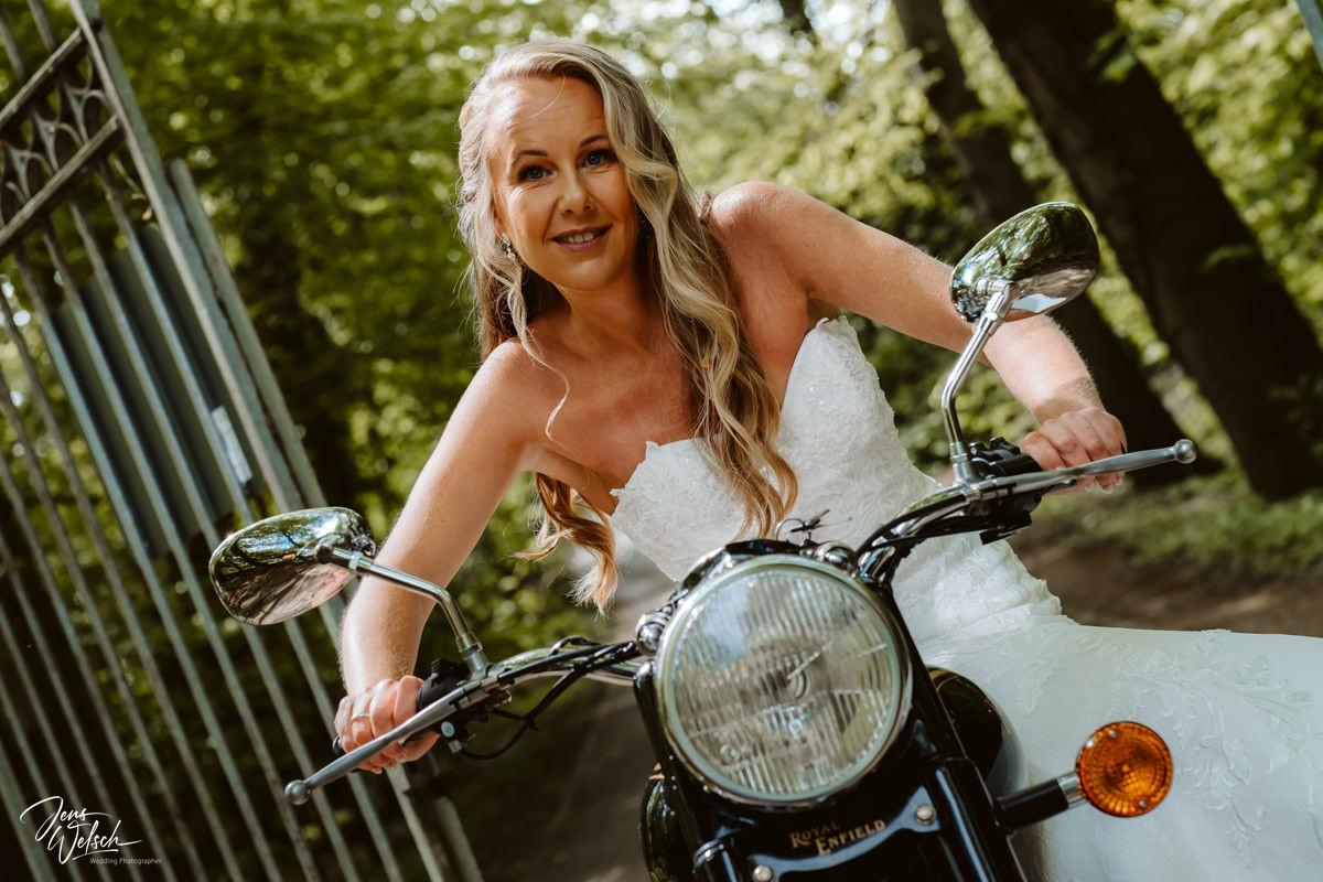 hochzeitsfotograf-jens-welsch-rockerbraut-motorrad